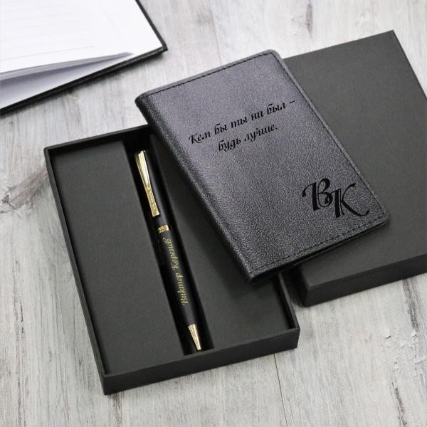 """Подарочный набор обложка для паспорта и ручка Pierre Cardin с гравировкой """"Монмарт"""", цвет черный от 3 500 руб"""