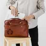 Кожаная сумка с гравировкой Case Cognac
