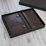 Подарочный набор ежедневник и портмоне с гравировкой Chicago, цвет коричневый