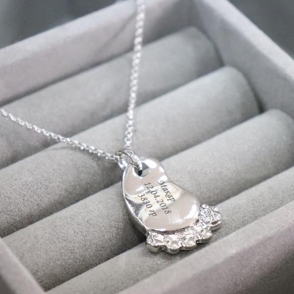 Подвеска с гравировкой «Детский след», цвет серебро от 1 500 руб