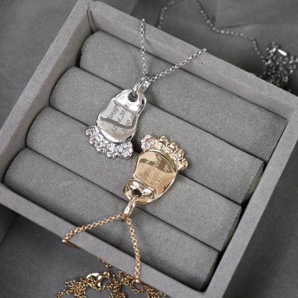 Подвеска с гравировкой «Детский след», цвет золото от 1 500 руб