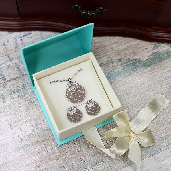 """Набор серьги и кулон с гравировкой в подарочной коробке """"Прекрасная леди"""" от 2 000 руб"""